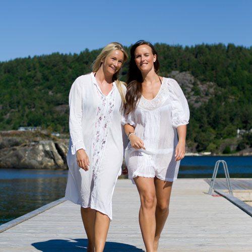Jenter på brygge på Kragerø Resort